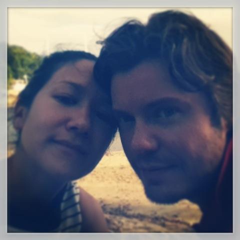 Trötta Hanna och Erik hemma igen...