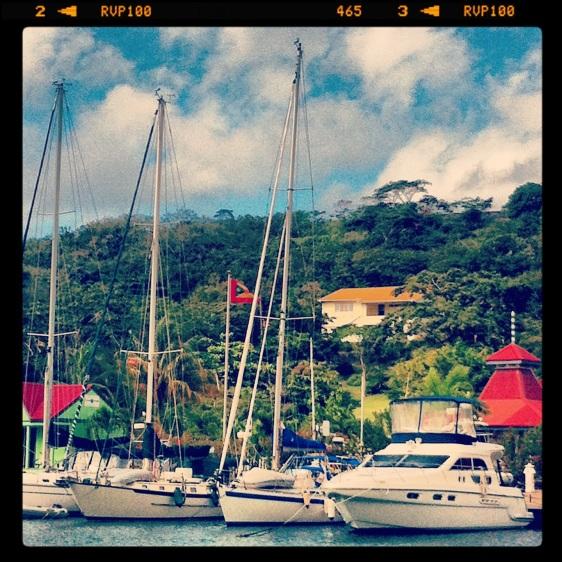 Vår båt bland de mer normala båtarna...
