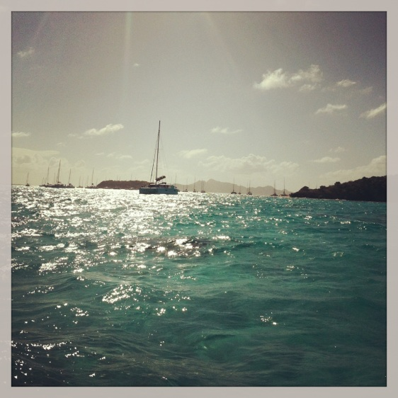 Mycket båtar på Tobago Keys, en blandning av charter katamaraner, vanliga dödliga som oss och en del riktiga lyxyachter typ mellan 100-200 fot