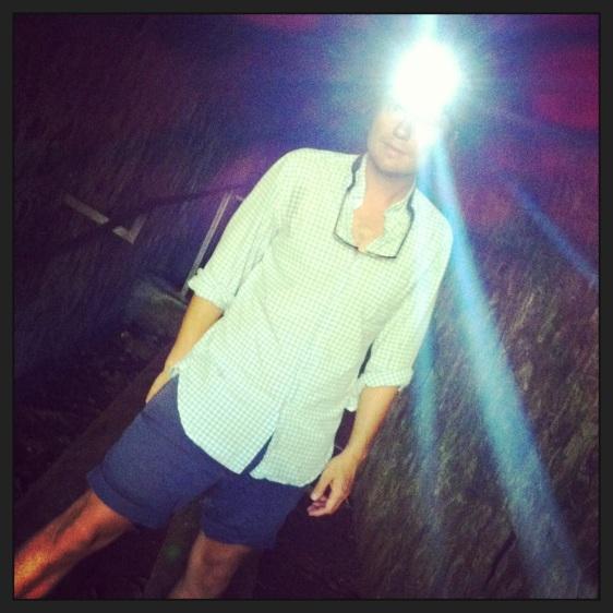 Erik redo med pannlampa genom tunneln