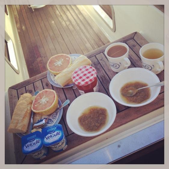 Fransk frukost samt rabarberkompott som vi hittade på Hyper U