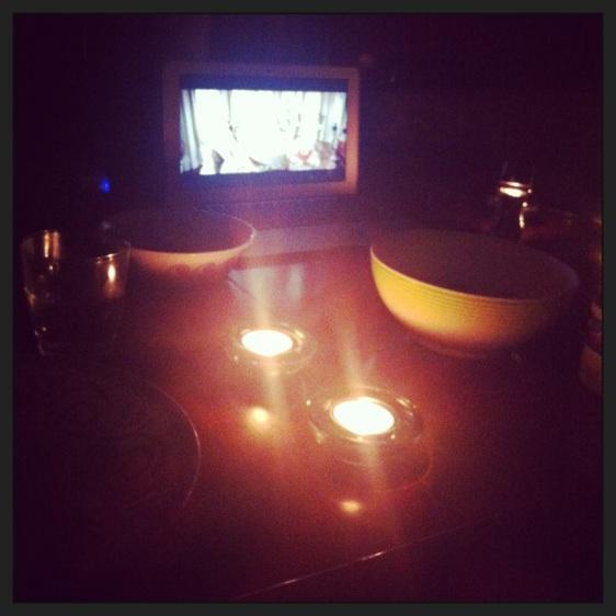 Äntligen lite filmer som vi fått av ett trevligt norskt par vi träffat, drinkar och ätit middag med. Vår första filmkväll på länge!