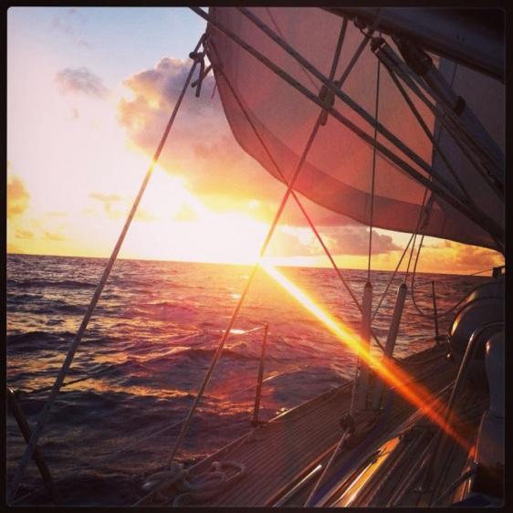 Solnedgång till sjöss